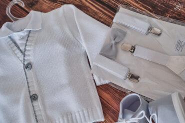 zbliżenie na eleganckie ubranka dla chłopca