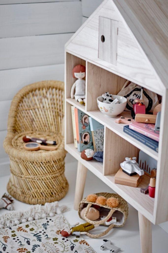 meble skandynawskie dla dzieci z drewna regał w kształcie domku