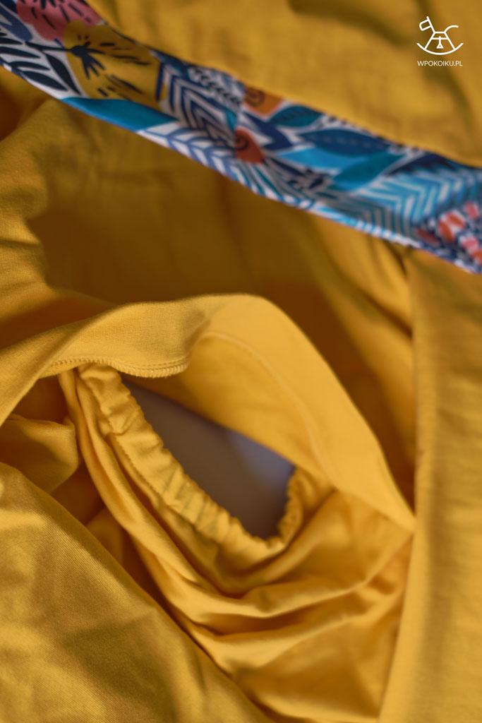 odchylany otwór w bluzie do karmienia