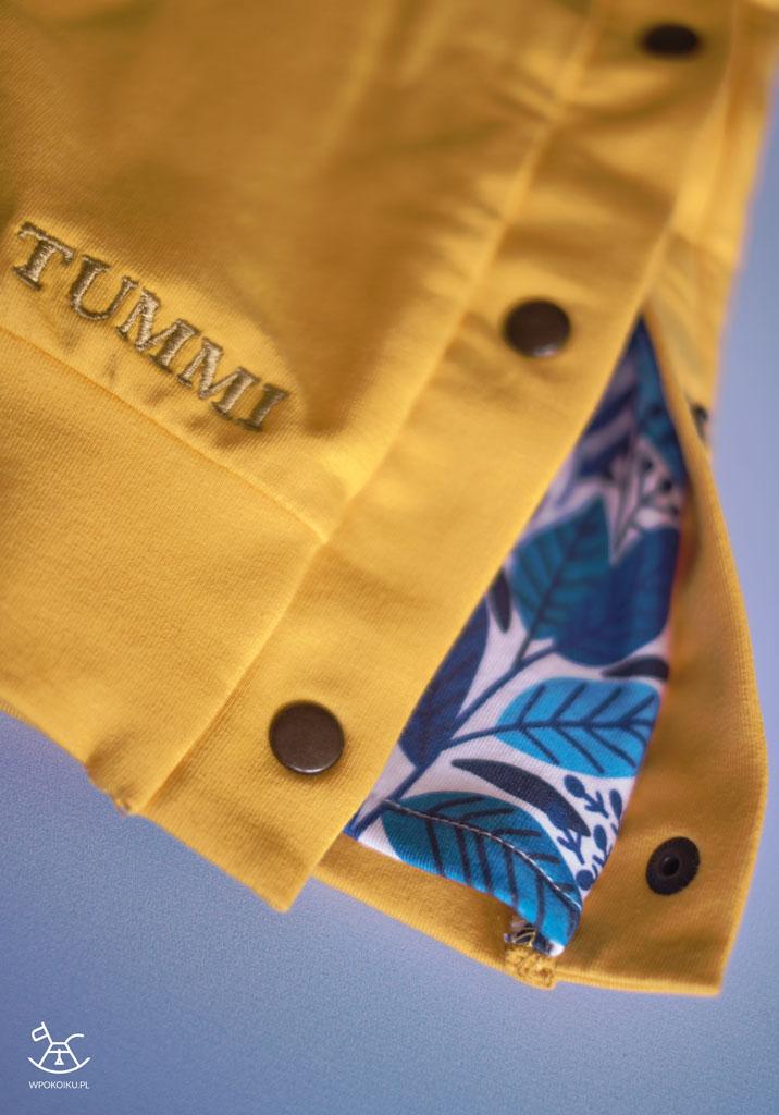 wstawka folkowa z boku bluzy zapinana na zatrzaski