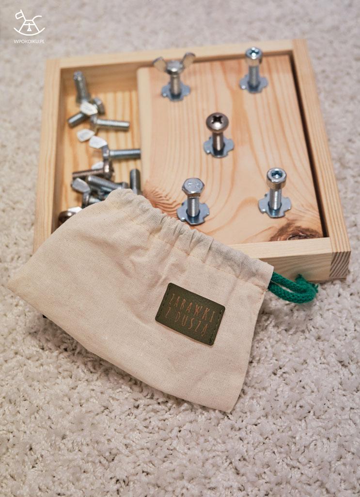 szmaciany woreczek na śrubki z logiem