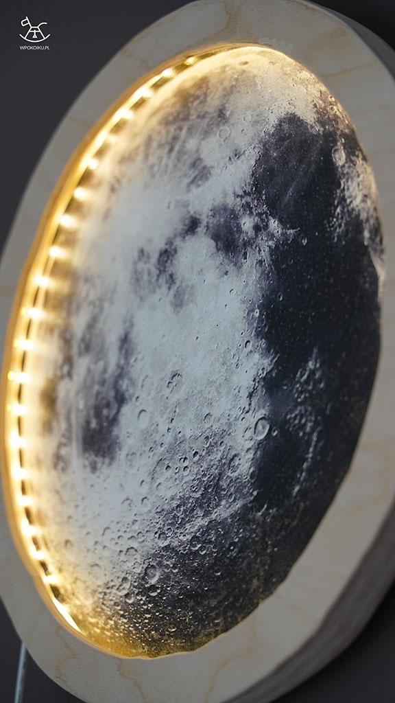 zbliżenie na detale lampki księżyc