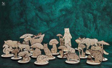 zwierzęta i grzyby wykonane z drewna